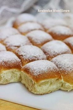 Yogurt buns Arabeska: Bułeczki na jogurcie Healthy Desserts, No Bake Desserts, Homemade Dinner Rolls, Bread And Pastries, Sweet Tarts, Sweet Bread, Food Cakes, I Love Food, Food To Make
