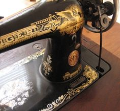 Information on how to identify and date an old Singer Sewing Machine.