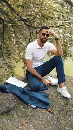 5 Minimalist Looks You'll Want To Copy Immediately Best Casual Wear For Men, Casual Shirts For Men, Men Casual, Men Fashion Show, Mens Fashion Blog, Fashion Styles, Men's Fashion, Fashion 2020, Daily Fashion