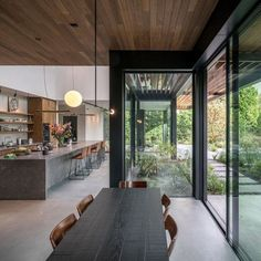 𝘖𝘭𝘪𝘷𝘪𝘢 𝘦𝘴 𝘶𝘯𝘢 𝘢𝘥𝘰𝘭𝘦𝘴𝘤𝘦𝘯𝘵𝘦 𝘥𝘦 16 𝘢ñ𝘰𝘴 𝘲𝘶?… #detodo # De Todo # amreading # books # wattpad Modern Kitchen Design, Modern House Design, Dream Home Design, Home Interior Design, Modern Interior, Mid Century House, House Goals, Architect Design, Modern Farmhouse