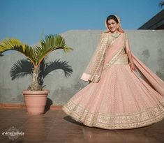 Find top trending and unique Sabyasachi Lehenga Designs for your dream bridal look. Best bridal lehenga designs by Sabyasachi for 2020 weddings. Bollywood Lehenga, Sabyasachi Lehengas, Anarkali, Indian Dresses, Indian Outfits, Green Lehenga, Indian Colours, Bride Look, Brides And Bridesmaids