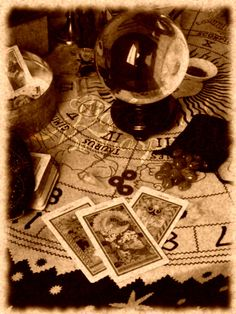 Che siano Tarocchi, I-ching, Rune, Buzios o che usiate il pendolo, la sfera di cristallo o la ceromanzia su una cosa non vi è dubbio e non vi sarà mai: il responso è sempre esatto e noi, con esso n...