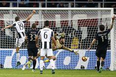 AC Milan's goalkeeper Gianluigi Donnarumma (2-R) reaches for the ball during the Italian Serie A football match AC Milan versus Juventus on October 22, 2016 at the San Siro Stadium in Milan.  / AFP / MARCO BERTORELLO