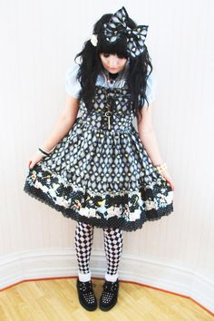 acciohoshi: another picture of my Alice in Wonderland dress ^^