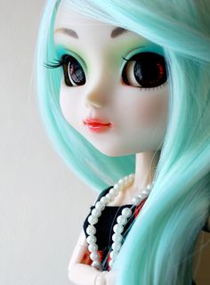 Pullip Prunella by Lowenael, via Flickr - So pretty. I love the eye make up and hair colour.