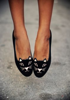 Estos zapatos son demasiado @vanessa_piso Meow! Loving these adorable kitty flats! http://rstyle.me/n/vvnh6hspe