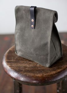 Etsy の No. 215 Lunch Tote in Olive Waxed Canvas by ArtifactBags