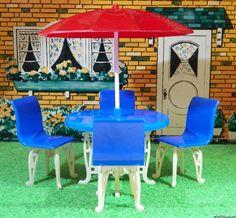 Ideal PATIO TABLE & UMBRELLA Vintage Dollhouse Furniture Renwal Marx Plasco