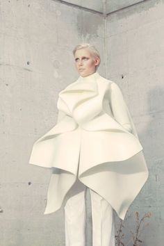 Fashion as Art - sculptural jacket with graphic lines, soft folds & symmetrical construction - shape, structure & volume; 3D fashion // Anja Dragan: