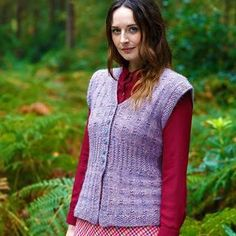 The Centaur Cardigan is a beautiful free knitting pattern. The soft purple color of this knit cardigan makes it perfect for a variety of seasons, most notably, spring. Plus, the short sleeves of this pattern make it incredibly versatile.