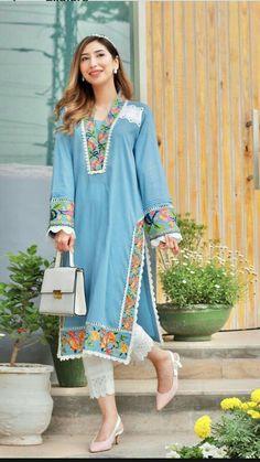 Pakistani Dresses Casual, Pakistani Dress Design, Pakistani Fashion Casual, Fancy Dress Design, Stylish Dress Designs, Frock Design, Simple Kurta Designs, Kurta Designs Women, Sleeves Designs For Dresses