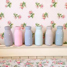 colourful painted polka dot milk bottles at lauren kate interiors Diy Bottle, Wine Bottle Crafts, Mason Jar Crafts, Mason Jar Diy, Bottle Art, Mason Jar Vases, Painting Glass Jars, Bottle Painting, Kritzelei Tattoo