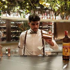 El gran bartender Alberto Pons sirviendo un fantástico cóctel con cachaça .      #CopasConEstilo #Bartender #Cocktail #Coctelería #Cóctel #Cócteles #Madrid #CóctelesEnMadrid Madrid, Bartender, Chef Jackets, Cocktails, Graphics, Ink, Style, Craft Cocktails, Graphic Design