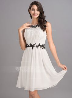 A-Line/Princess Scoop Neck Knee-Length Chiffon Homecoming Dress With Ruffle Appliques Lace (022053552)