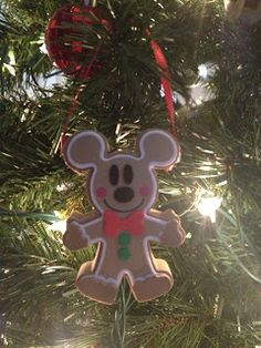 The Busy Broad: DIY Disney Ornamnets - how my cookies should look after I use my MM Xmas cookie cutter