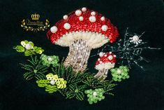 Green velvet handbag with kiss lock toadstool decor bead Pearl Embroidery, Embroidered Bag, Cotton Velvet, Green Velvet, Lining Fabric, Swarovski Crystals, Best Gifts, Kiss, Queen