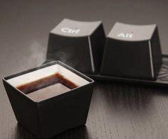 xícara de café e chá imitando ctrl + alt + del . muito divertido