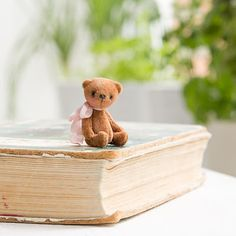 Мишкины истории...: Малявка - don't know what this says in Russian but the picture is very cute and it looks like the blog author makes these adorable bears :)
