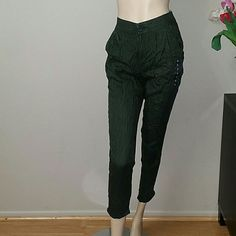 A&F Olive Green Striped Pants Really cute summer pants. Zip up. Stretchable waist. Two pockets. Abercrombie & Fitch Pants