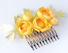 Spring flower hair accessory. Buttercups on the comb.