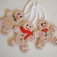 Christmas isn\'t here yet, but I already have a gift for you Crochet a gingerbread man with me and share your project #matyldasbarn #linkinbio #freepattern #freecrochetpattern #crochetchristmas #gingerbreadman #crochetinglove #crochetgirlgang #crocheting #crochetersofinstagram #christmascrochet #christmascraft #diychristmas #christmasdecor #crochetaddict #crocheteveryday #crochetcrazy #hakeniship #crochetastherapy #crocheterapia #crochetedwithlove #instacrochet #crochetisfun