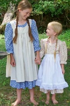 832f4b3fc369 Prairie Dresses for One-Room schoolhouse costumes - Using the Little ...