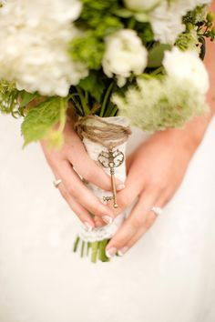 key charm for the bouquet | Katelyn James #wedding