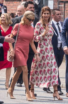 Beaux Couples, Brigitte Macron, Cashmere Poncho, Emmanuel Macron, Wearing A Hat, Advanced Style, Street Style, Celebrity Style, Womens Fashion
