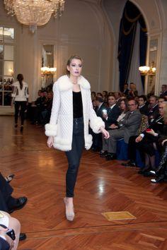 Nos llegan mas fotos de la Gala Benefica en el #HotelRitz del pasado 14 de noviembre con nuestras modelos Vanluy Models. Elegancia y glamour con prendas de piel, joyas y vestidos de fiesta ofrecidos por Amparo Chordá, Lina Lanvin y Yanes joyeros.