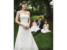 2 Be E233841: buy this dress for a fraction of the salon price on PreOwnedWeddingDresses.com