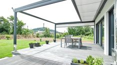 Innovative Design-Markise als perfekter Sonnenschutz für Garten und Terrasse There are lots of points that Pergola Diy, Balcony Lighting, Shade House, Pergola Attached To House, Roof Design, Patio Roof, Pergola Designs, Sun Protection, Garden Planning