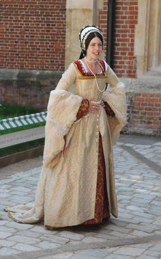 Re-enactor, Hampton Court Palace Tudor Costumes, Victorian Costume, Renaissance Costume, Renaissance Clothing, Renaissance Fashion, Period Costumes, Historical Clothing, Tudor Dress, Medieval Dress