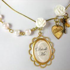 Alice in Wonderland necklace ♥