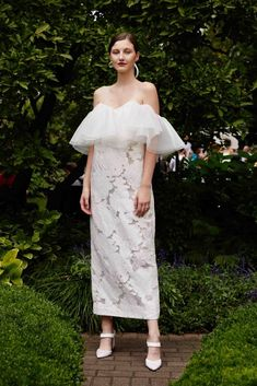 Lela Rose showed their Fall 2019 wedding dresses at Bridal Fashion Week. Scroll through to see the latest wedding dresses from Lela Rose. Lela Rose Wedding Dresses, Unusual Wedding Dresses, Floral Wedding Gown, Most Beautiful Wedding Dresses, Minimalist Wedding Dresses, Unconventional Wedding Dress, Alternative Wedding Dresses, Wedding Dress Trends, Wedding Dress Styles