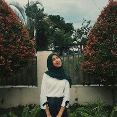 Casual Hijab Outfit, Ootd Hijab, Modern Hijab Fashion, Hijab Cartoon, Love Pictures, Tumblr Girls, Aesthetic Pictures, Fasion, Model
