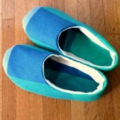 Learn how to sew your own comfy house slippers!---i really just need to pick something to actually sew, and since my feet are always cold, these would come in handy.