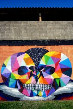 Street Art by Okuda San Miguel: Okuda San Miguel was born at Santander, Spain in the year He practiced his street art first in the streets of Spain. Amazing Street Art, Best Street Art, 3d Street Art, Street Artists, Amazing Art, Awesome, Murals Street Art, Street Art Graffiti, Land Art