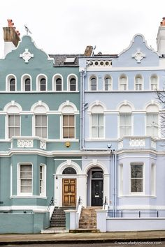Seeing these beautiful pastel house colors is one of the best things to do in Notting Hill, London. A Notting Hill house is a lovely thing. This guide to Notting Hill will show you one of the best places in London. London Townhouse, London House, Best Places In London, Notting Hill London, Pastel House, London Architecture, City Aesthetic, Street House, Second Empire