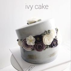 #butterflowercake  vintage hatboxcake  Glossy Butter Cream . . . #buttercreamflower #버터플라워 #koreanbuttercreamflowers #flowercake #cakestagram #cake #koreancake #koreanbutterflowercake #꽃 #디저트 #dessert #baking #weddingcake #bakingclass #花蛋糕 #料理 #buttercream #일상 #데일리 #koreanflowercakeclass