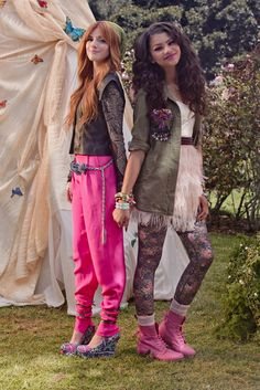 """Bella Thorne And Zendaya """"Fashion Is My Kryptonite"""" Music Video I have a best friend to were just like cece and rosky im like cece and she is like rocky Zendaya Mode, Zendaya Style, Zendaya Fashion, Zendaya Coleman, Disney Channel, Bella Thorne And Zendaya, Bella Throne, Disney Stars, Sofia Carson"""