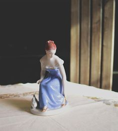 Very old little figural statue of a real Cinderella. This collectable piece is the perfect gift for a royal dux collector! Condition: Perfect, without any damage. dimensions: 10,5x7,0x14,0 cm Do not hesitate to contact us before buying, we will gladly provide you more detailed Real Cinderella, Strapless Dress Formal, Formal Dresses, Antique Shops, Anna, Statue, Antiques, Trending Outfits, Unique Jewelry