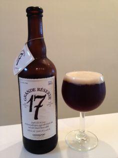 Cerveja Unibroue 17 Grande Réserve, estilo Belgian Dark Strong Ale, produzida por Unibroue, Canadá. 10% ABV de álcool.