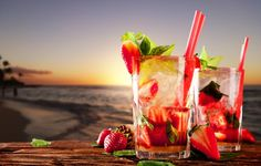 Wallpaper beach, sea, drinks, cocktails, strawberry, strawberry, mint leaves wallpapers food - download