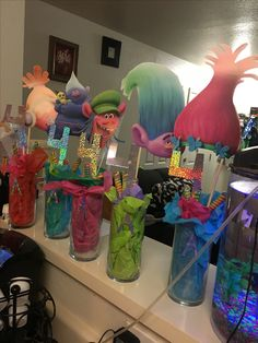 Instead of tissue, color the inside with rainbow colors and at some tule on top Trolls Birthday Party, Kids Birthday Themes, Troll Party, 6th Birthday Parties, 4th Birthday, Party Time, Party Ideas, Princess Poppy, Birthdays