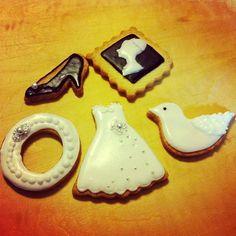 友人の結婚式の2次会があるので、プレゼント用に作り中!明日も作る予定です(^ ^) - 10件のもぐもぐ - アイシングクッキー by はるちょん