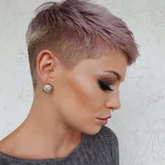 Cute Short Pixie Haircut Pixie haircuts always appear to be in style, and there are many cute pixie styles to look over. Here are the best 20 pics of cute pixie haircuts! Super Short Hair, Short Grey Hair, Short Blonde, Chic Short Hair, Black Hair, Pixie Styles, Curly Hair Styles, Cute Pixie Haircuts, Short Haircuts