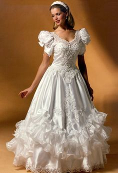 I just love vintage wedding gowns! This one is very romantic and extremely feminine. Vintage Gowns, Vintage Bridal, Beautiful Wedding Gowns, Beautiful Dresses, Wedding Attire, Wedding Bride, Bridal Style, Bridal Dresses, Marie