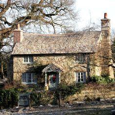 "amazing ideas for old stone house 8 > Fieltro.Net""> amazing ideas for old stone house 8 Related Jig Saw, Exterior Paint Colors For House, Paint Colors For Home, Old House Design, House Paint Color Combination, English Cottage Style, English Cottages, Old Stone Houses, Stone Cottages"