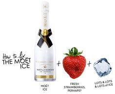 Koel de Moët & Chandon Ice Impérial champagne tot 7 á 8 graden en serveer met 3 ijsklontjes per glas. Bij voorkeur serveer je de Ice Impérial champagne in grote glazen zodat het ijs alle ruimte krijgt, de aroma's binnen het glas blijven en de smaak optimaal tot zijn recht komt. Op deze stijlvolle fles vind je een QR code met mixsuggesties voor een heuse champagneparty. Combineer de champagne eens met munt, limoen, grapefruit, komkommer, gember of rood fruit.