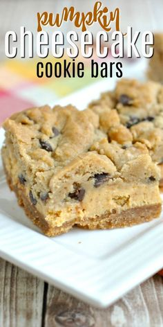 The most delicious layered cookie bars youll eat this year! Graham cracker crust topped with a creamy pumpkin cheesecake and chocolate chip cookie dough. Baked to perfection these Pumpkin Chocolate Chip Cheesecake Bars NEED to be on your dessert table. Chocolate Chip Cheesecake Bars, Cheesecake Cookies, Chocolate Chip Cookie Dough, Pumpkin Cheesecake Bars, Cheesecake Strawberries, Raspberry Cheesecake, Cheesecake Recipes, Köstliche Desserts, Dessert Recipes